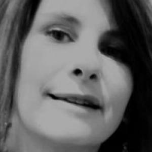 LAETITIA, 43 ans, propose des heures de ménage et repassage