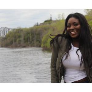 Ndeye Sira, 19 ans, baby-sitter à temps partiel à BREST