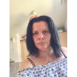 Karine, 44 ans, propose aide aux personnes âgées