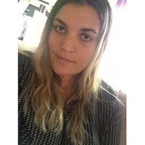 Emilie, 23 ans propose de l'aide aux personnes âgées