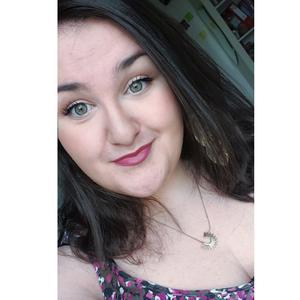 Elodie, 20 ans, propose aide aux personnes âgées