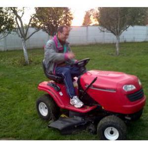 Sergey, 55 ans gardien et jardinier à la fois