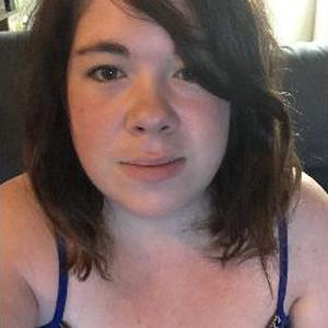 Aline, 25 ans propose de garder des enfants
