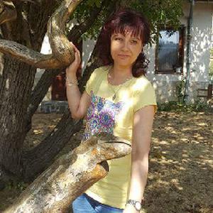 Radostina, 44 ans cherche un emploi comme nounou