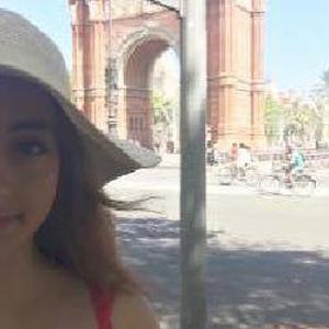 Etudiante à l'emlyon business school Paris' donne des cours d'anglais