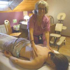 Guérisseuse, je fais des massages personnalisés, de détente, de relaxation, de la réflexologie plantaire et du magnétisme pour les femmes, hommes, enfants et personnes âgées à Pontcharra, à coté de La Rochette , de Montmélian, de Chapareillan