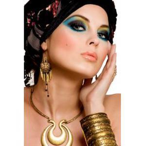 Belle à petit prix (coiffure, soin du visage et maquillage