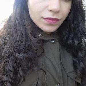 Baby_sitter à Paris et Ile de France / Cours d'anglais pour les élèves à Paris et aussi en Ile de France / Le ménage ou aide ménager / Restauration / Serveuse / Préparatrice de la commande / Caissière