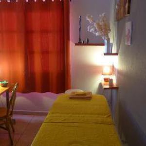 Massage californien & réflexologie plantaire à la Réunion, praticienne en techniques corporelles de bien-être et de relaxation