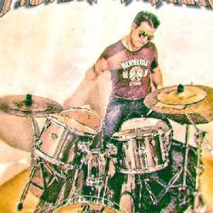 Cours de batterie T.C.Drummer Besançon centre ,enseignant formé a Musique Academy International. www.eedma.fr école musiques actuelles