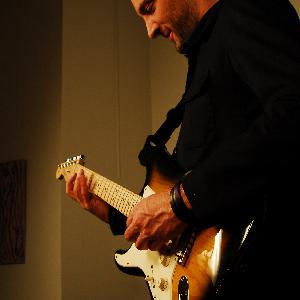 Cours de guitare à Paris par guitariste Professionnel