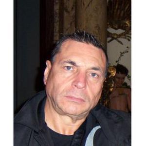 Senior, homme de Compagnie, Fiable (59 ans), prévenant et bienveillant.