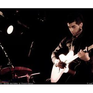 Donne cours de guitare et basse tous niveaux Paris