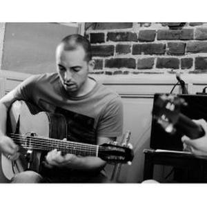 Donne cours de guitare jazz manouche et flamenco à Nantes
