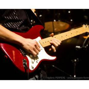 Jeune prof de guitare passioné