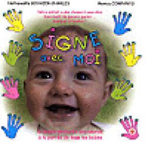Nounou flo pratique la langue de signes
